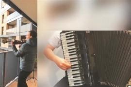 """深圳手风琴人与意大利小提琴家阳台隔空合奏 """"音乐不能治愈疾病,但能带给人爱和希望"""""""