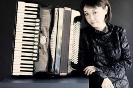 世界著名的键盘手风琴演奏家—— 御喜美江(Miki)