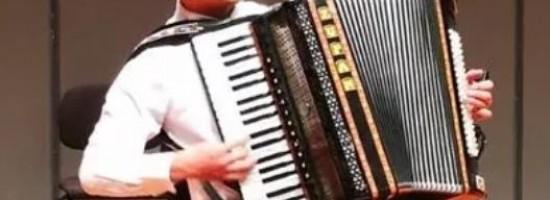 中国青年手风琴演奏家——董梁飞