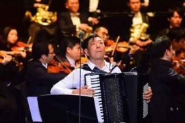 手风琴演奏家谭家亮:能在建市40年为深圳演奏,心情很激动