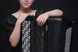 青年手风琴演奏家——田佳男