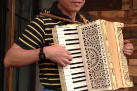 歌声还需琴声伴一手风琴演奏家张立勤访谈