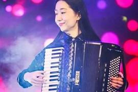 青年手风琴演奏家——张月明